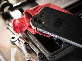 Cat-S61-telefon-i-alat